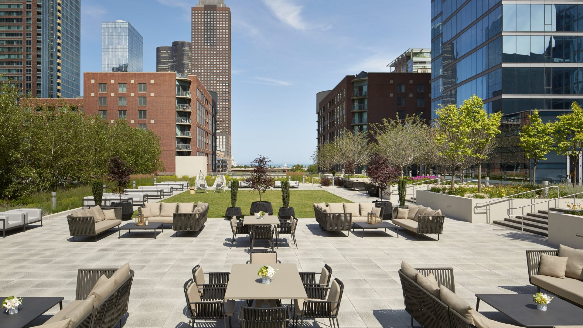Streeterville Social Terrace | Loews Chicago Hotel
