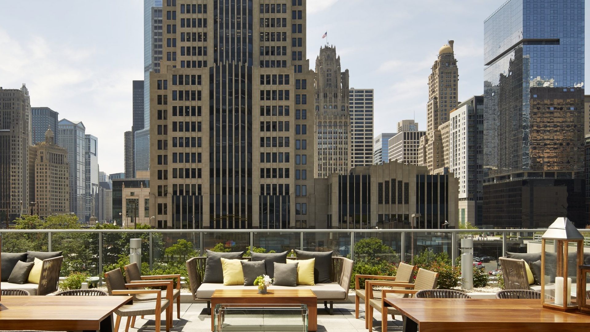 Streeterville Social Bistro View | Loews Chicago Hotel