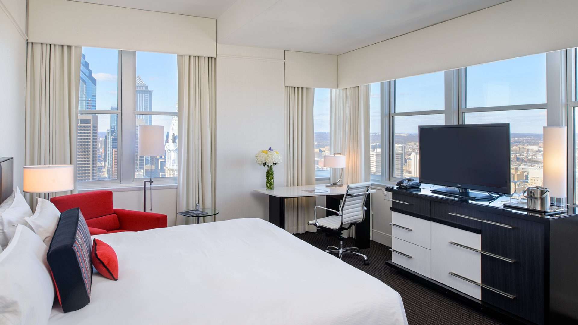 Grand King Room | Loews Philadelphia Hotel
