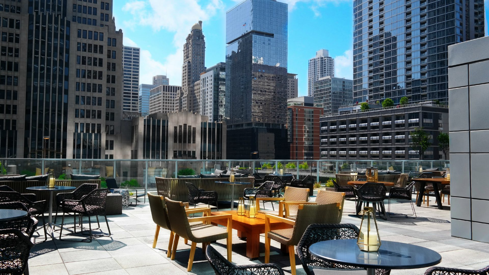 Streeterville Social Bistro and City View | Loews Chicago Hotel