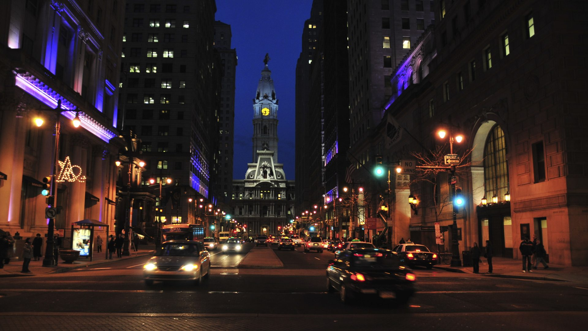 Philadelphia at Night | Loews Philadelphia Hotel