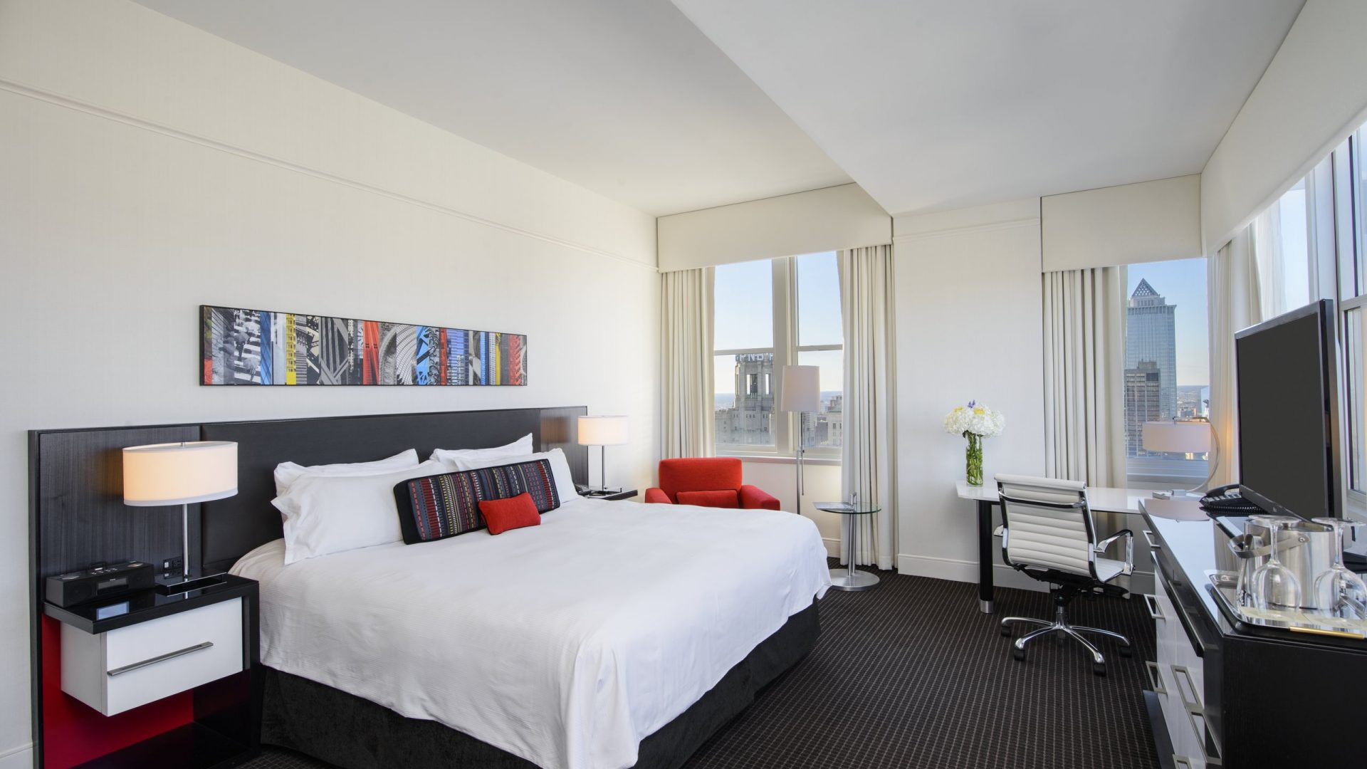 Luxury King | Loews Philadelphia Hotel