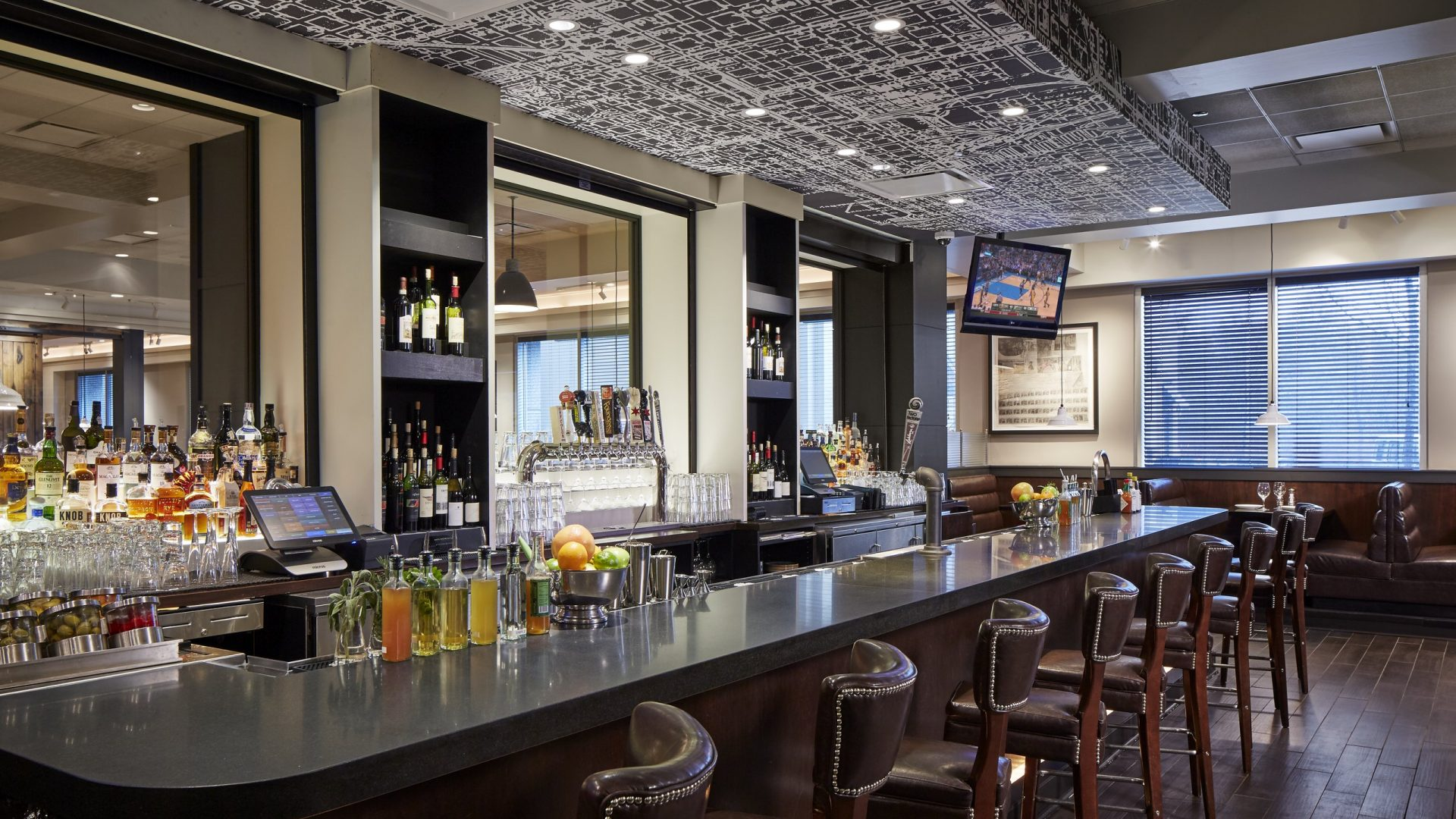 The Ashburn Bar | Loews Chicago O'Hare Hotel