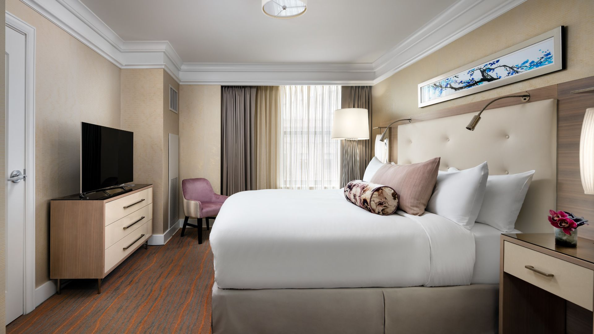 luxury boston suites guest suites loews boston hotel. Black Bedroom Furniture Sets. Home Design Ideas