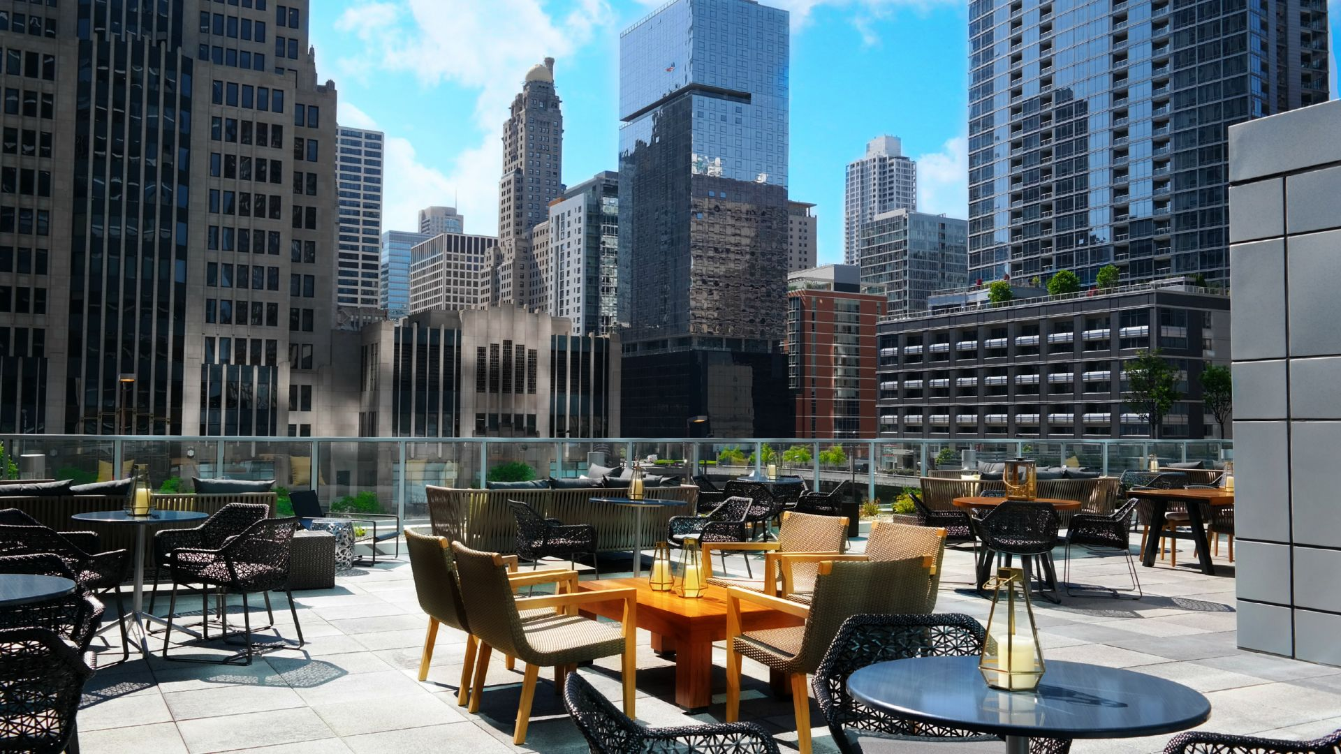 Streeterville Social Bistro and City View   Loews Chicago Hotel