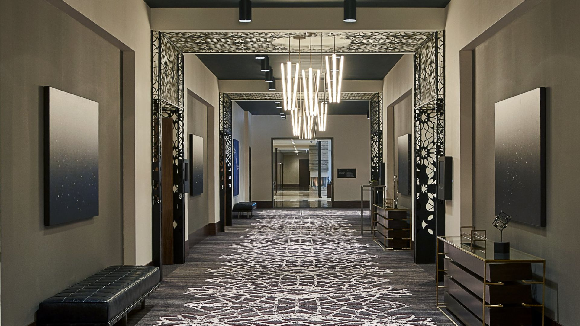 Sullivan Foyer | Loews Chicago Hotel