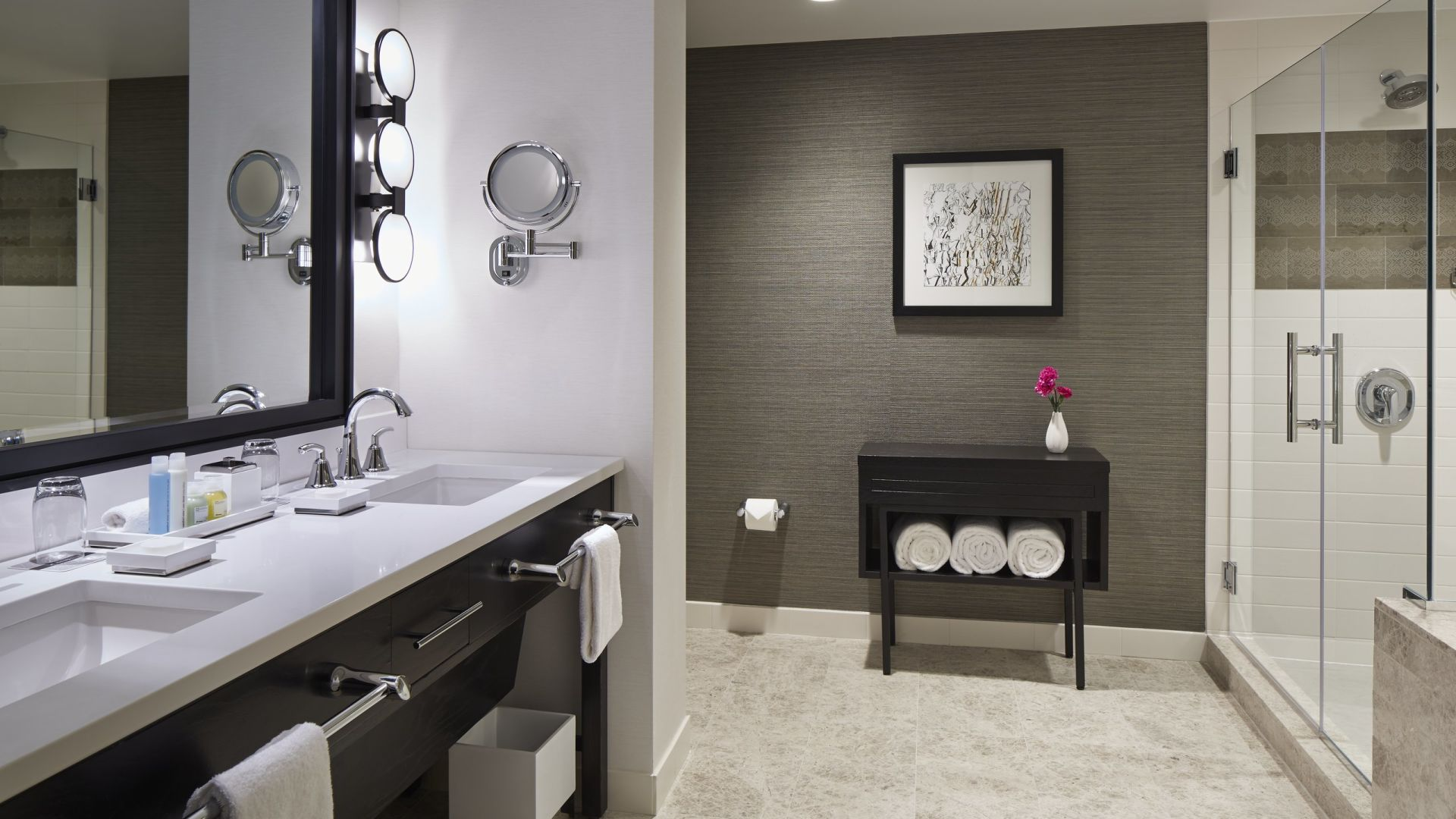 Baño de suite junior | Loews Chicago Hotel