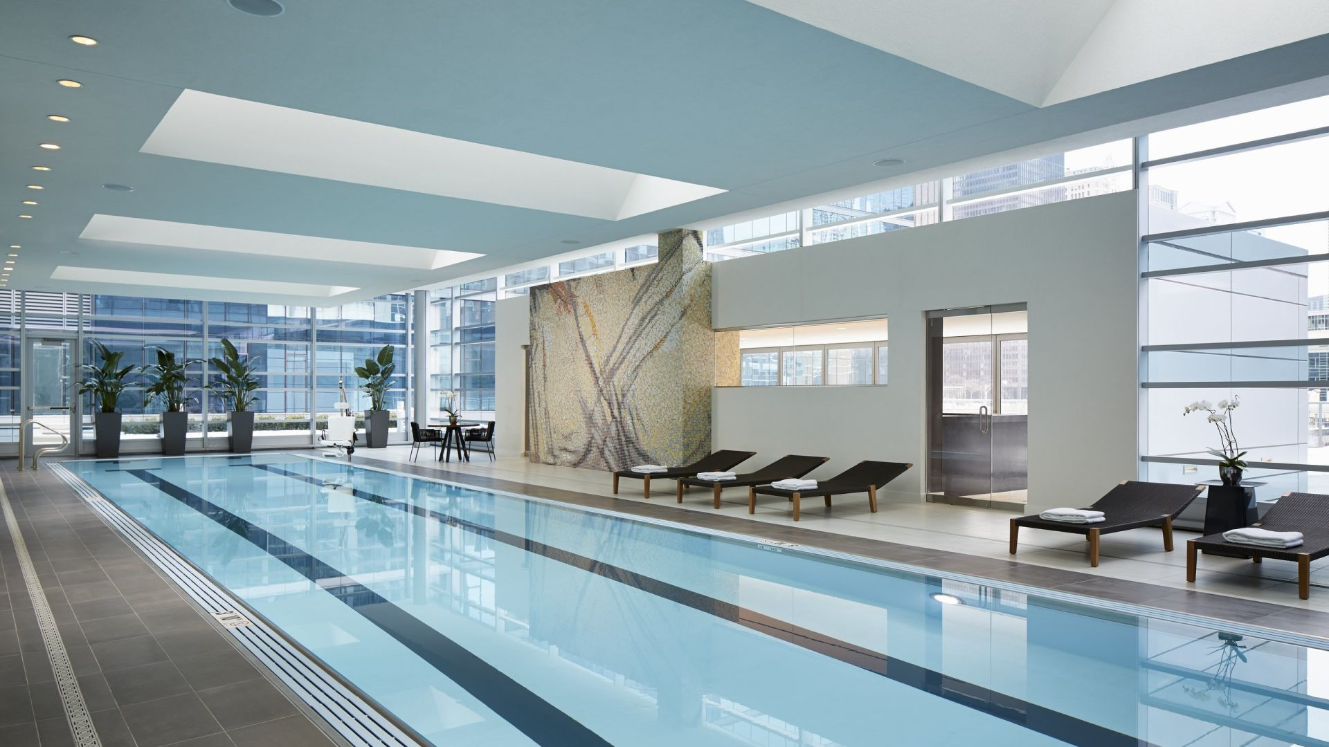 Piscina interior | Loews Chicago Hotel