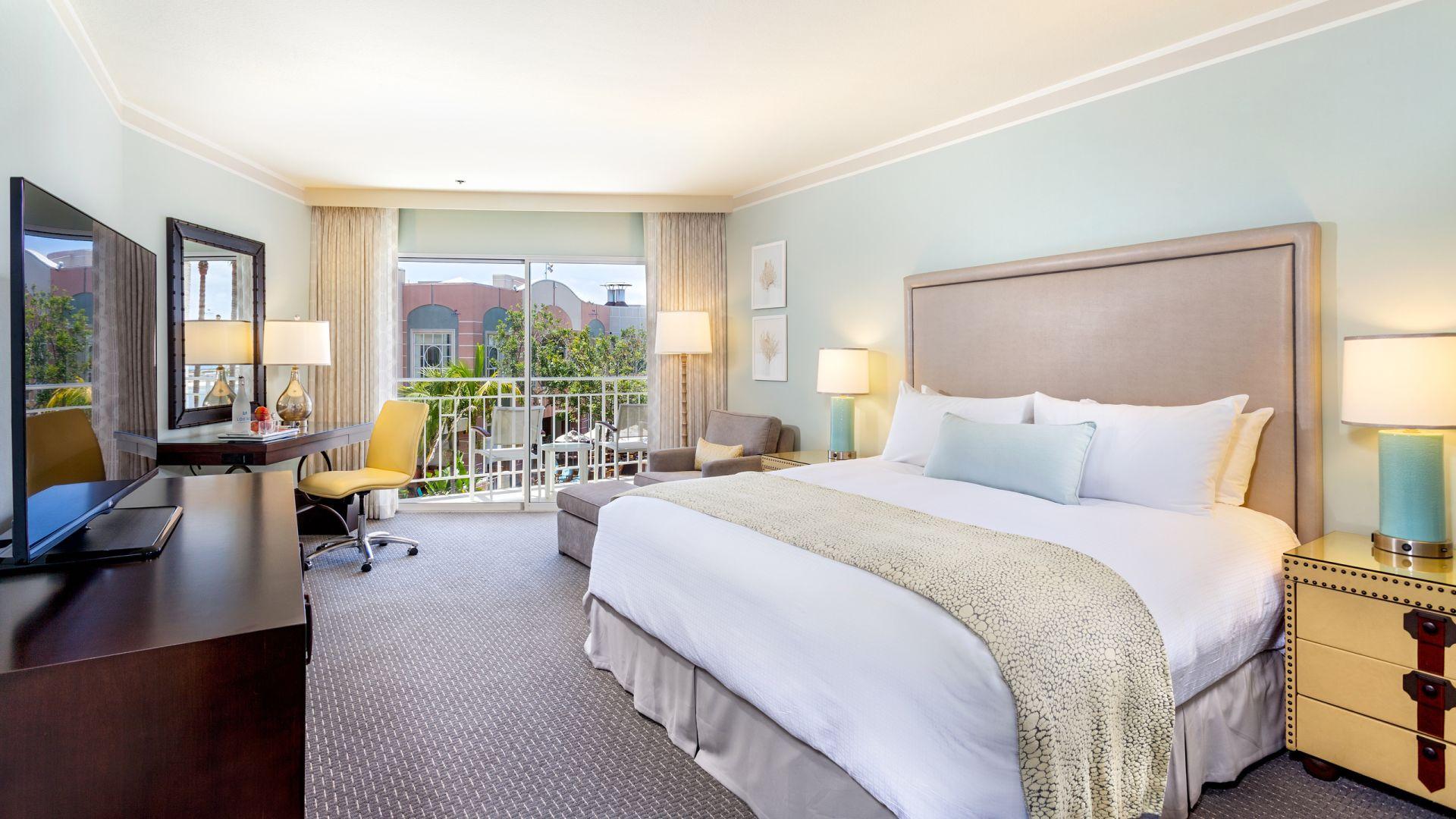 Habitación de huéspedes King con vista al resort | Loews Coronado Bay Resort