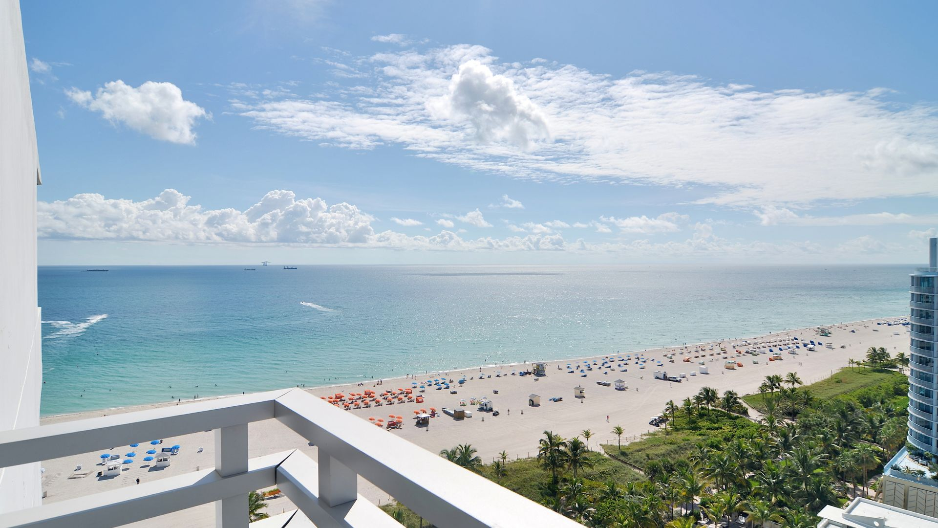 Vista de South Beach da varanda de um quarto | Loews Miami Beach Hotel