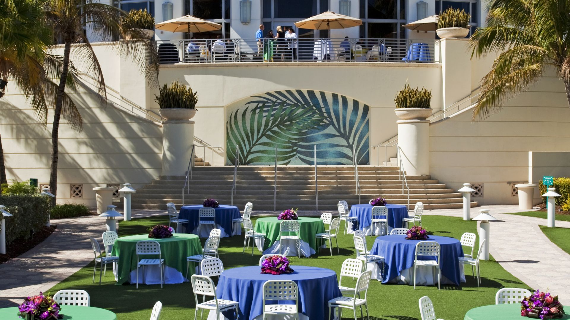 Tables on the Americana Lawn | Miami Events| Loews Miami Beach Hotel
