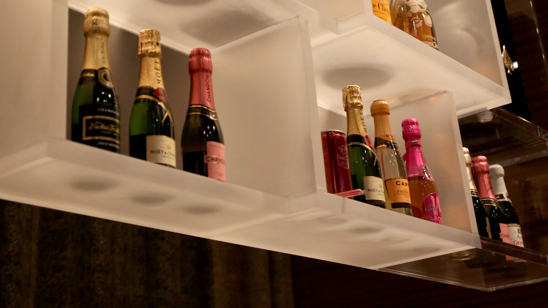 Releve Champagne Bar | Lounges | Loews Minneapolis Hotel
