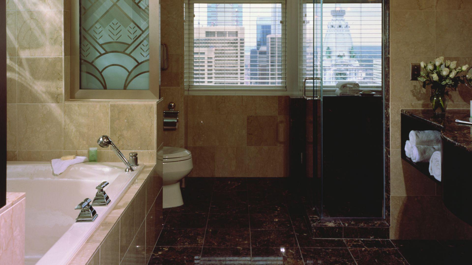 Baño de la suite | Loews Philadelphia Hotel