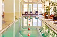 Piscina interior | Loews Philadelphia Hotel