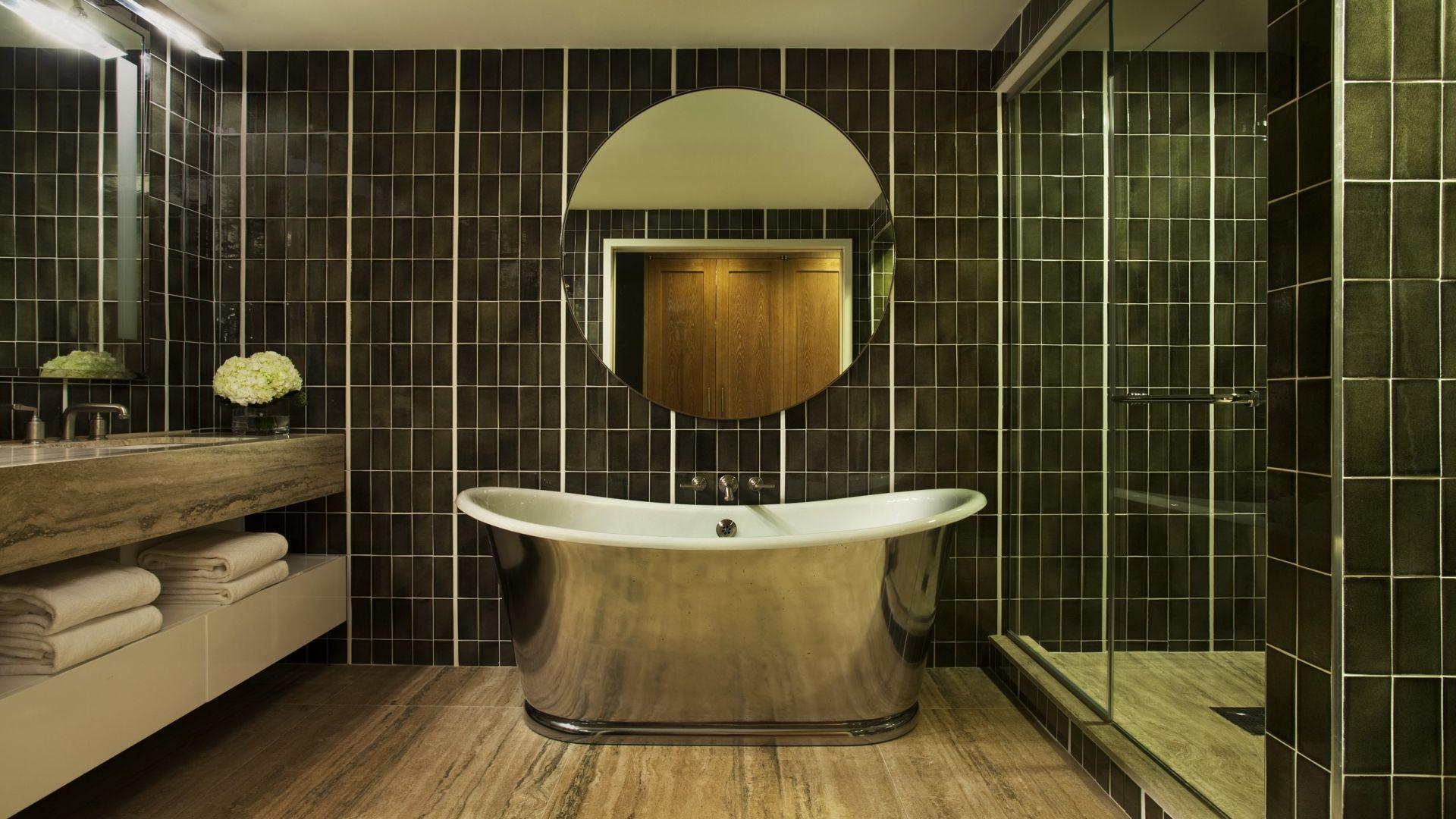Banheiro da suíte exclusiva Uptown Bohemian | Loews Regency New York Hotel