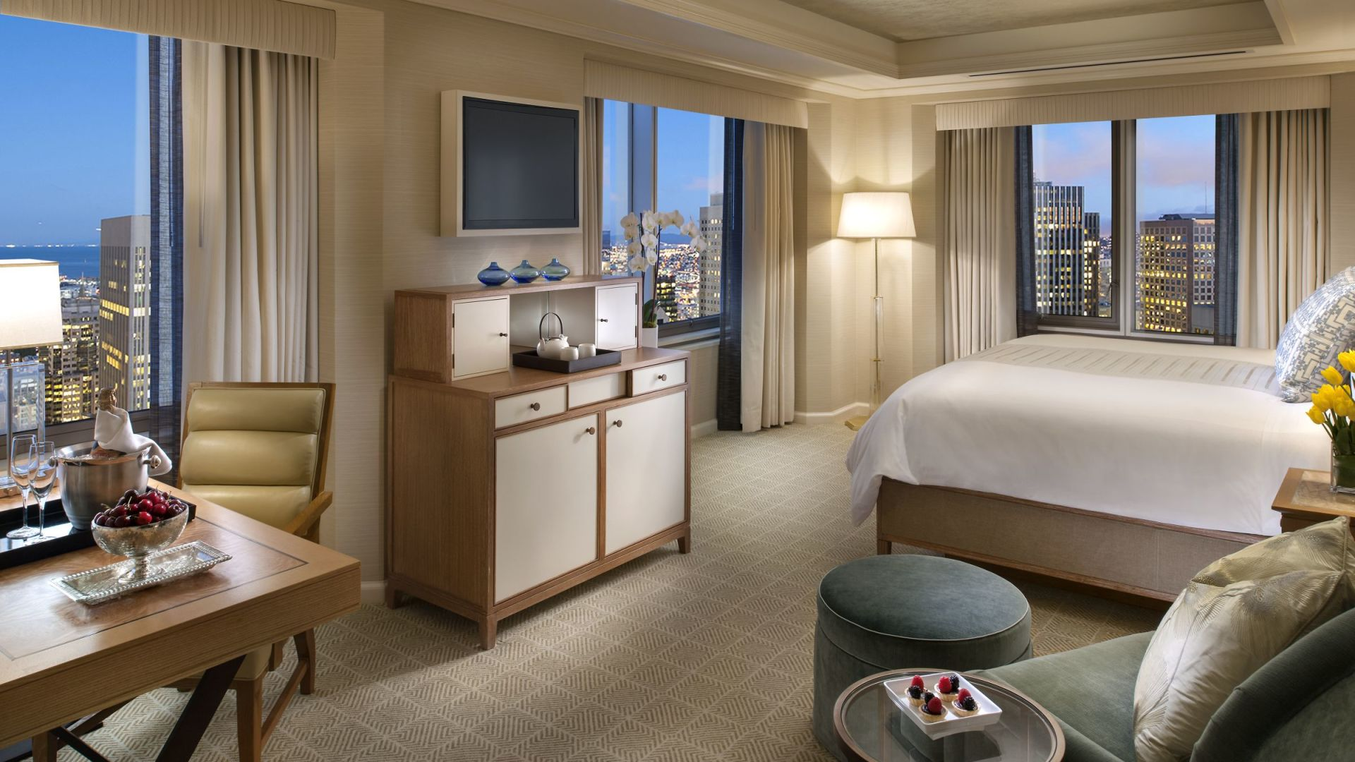 Luxury Bridge to Bridge King Room | Loews Regency San Francisco