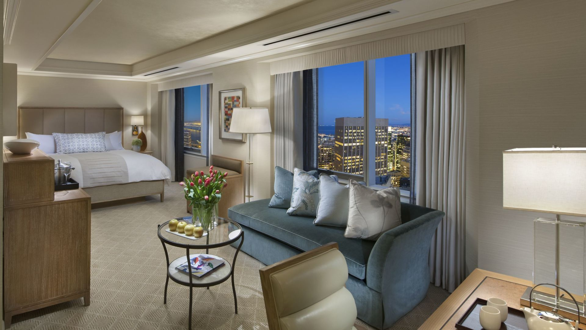 Deluxe City View King Room | Loews Regency San Francisco