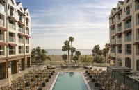 La piscina en el Loews Santa Monica Beach Hotel