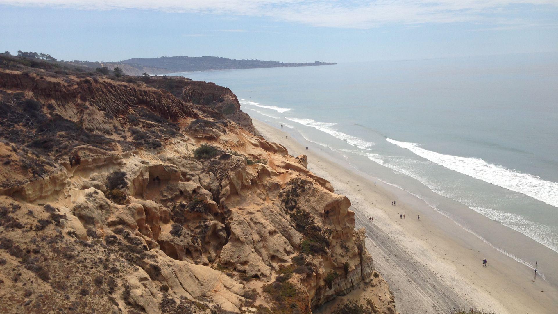 Una playa rocosa