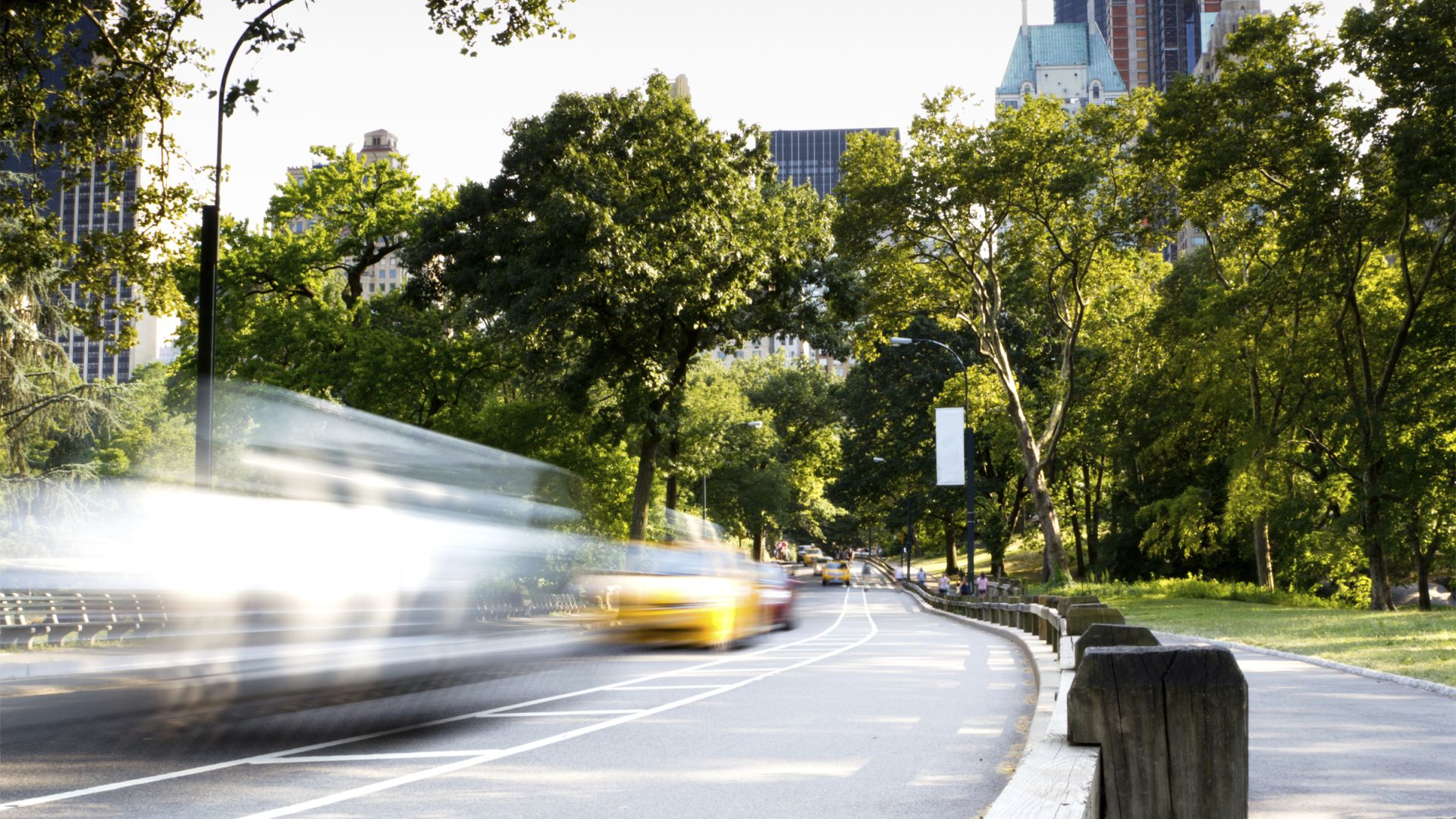 Taxi en movimiento en Central Park, ciudad de Nueva York| Loews Regency New York Hotel