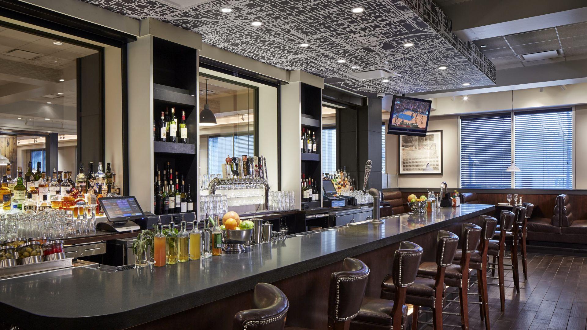 Bar The Ashburn | Loews Chicago O'Hare Hotel