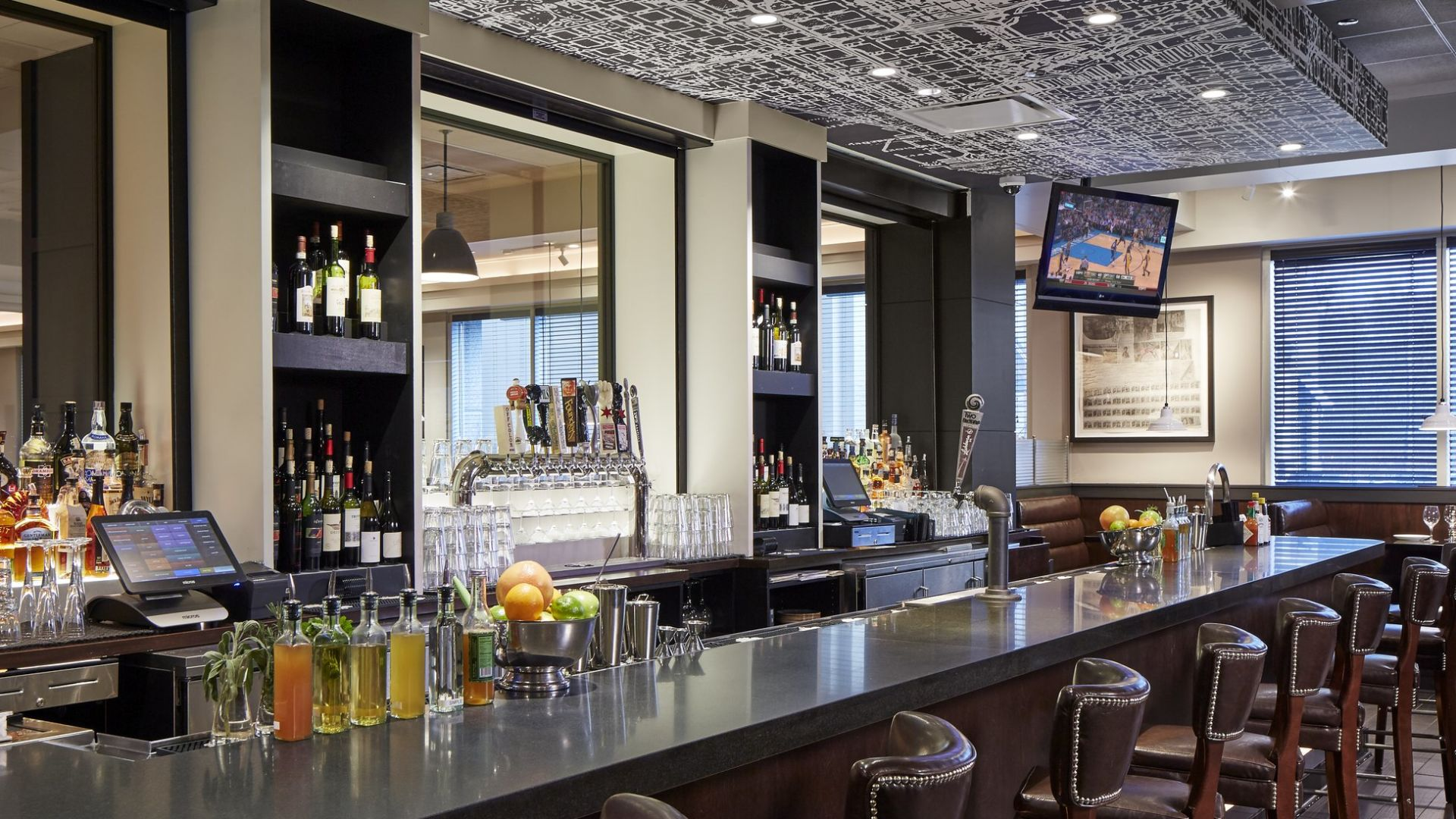 Bar The Ashburn | Loews Chicago O'Hare Hotel
