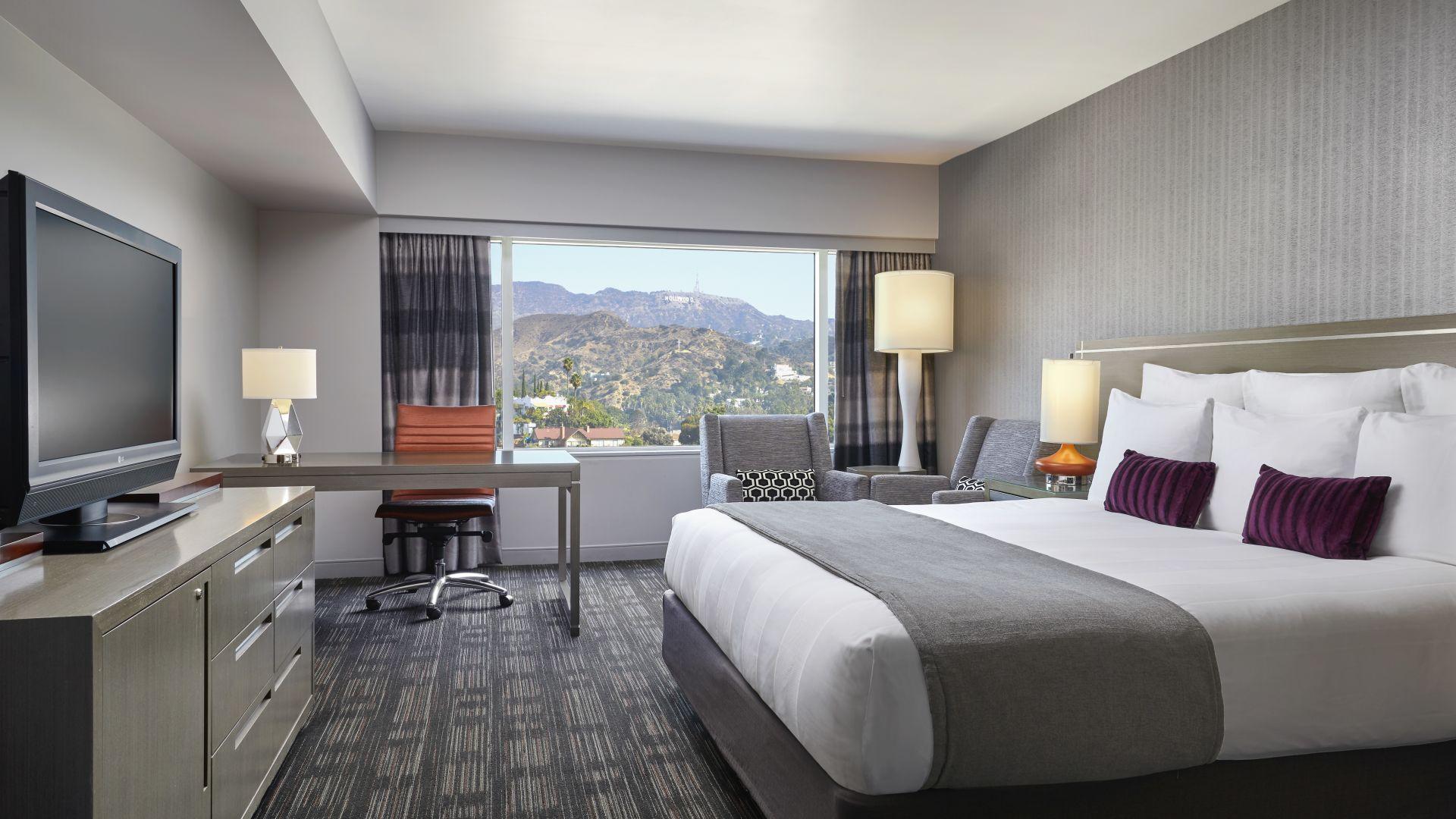 King con vista al letrero Hollywood | Loews Hollywood Hotel