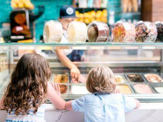 Niños con helado
