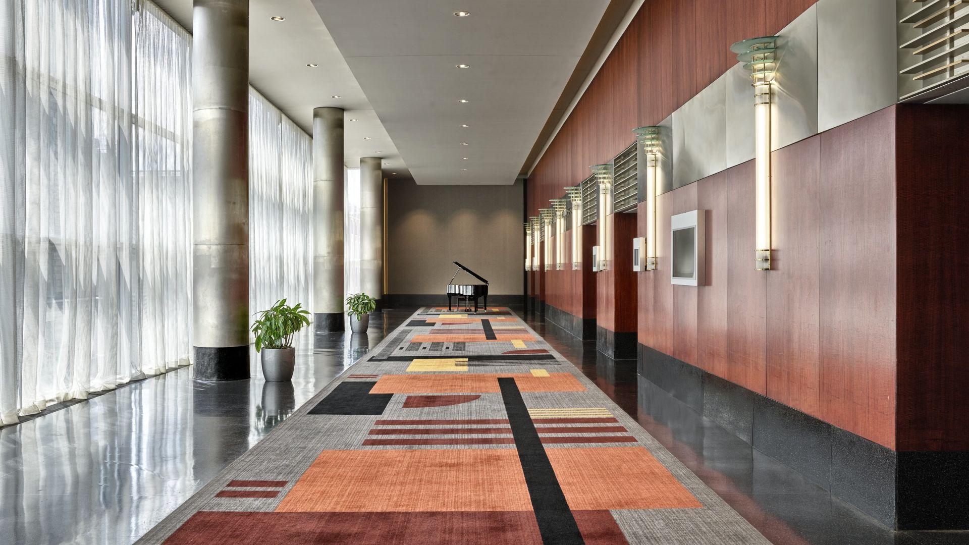 Vestíbulo y sala de reuniones del Regency