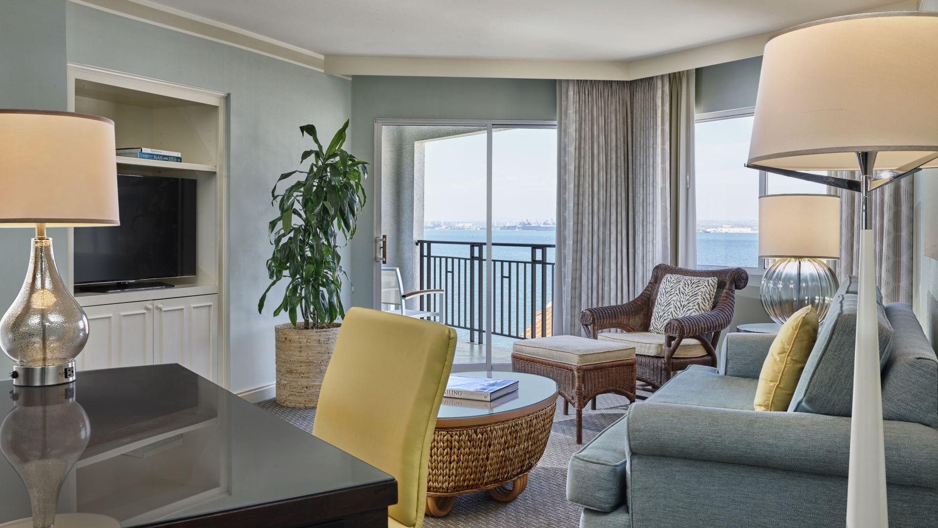 Suite con sala de estar con vistas de San Diego