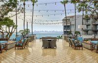 Bay Terrace con asientos y fogatas