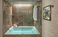 Bañera y ducha en baño estándar