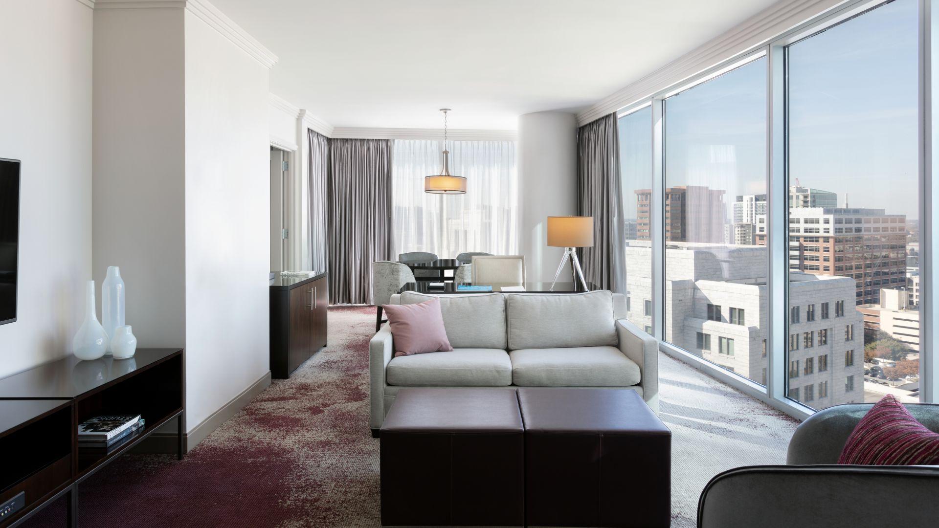 Sala de estar de la suite elegante de lujo