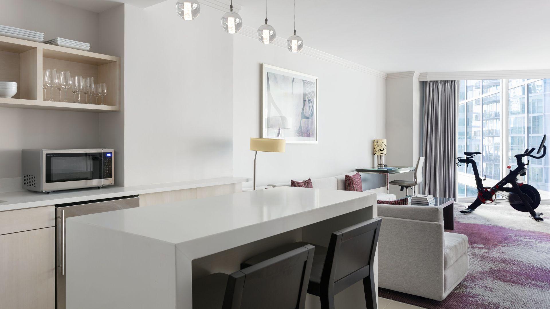 Sala de estar y cocina de la suite Lifestyle