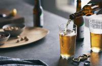 Cerveza servida en un vaso