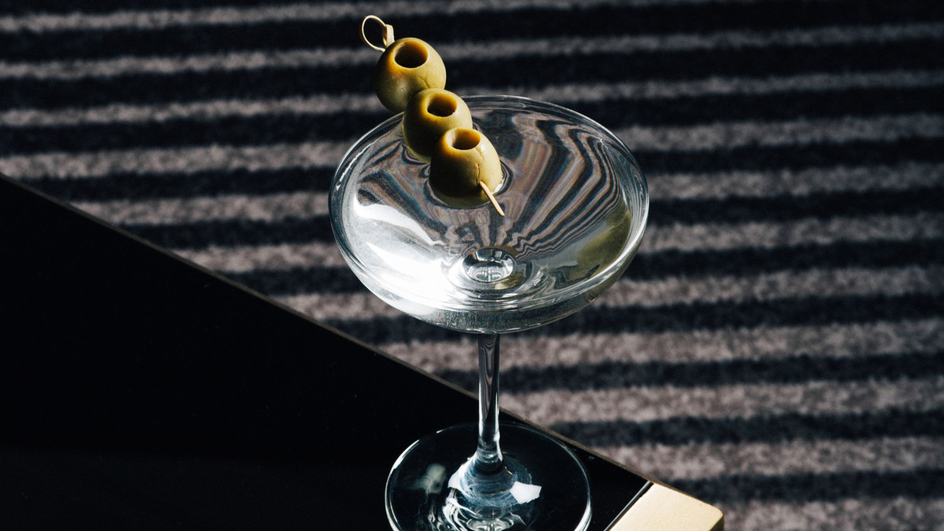 <strong>Sip & Stay |Enjoy 2 Complimentary Signature Cocktails </strong>|No stress about where to park|Book Now