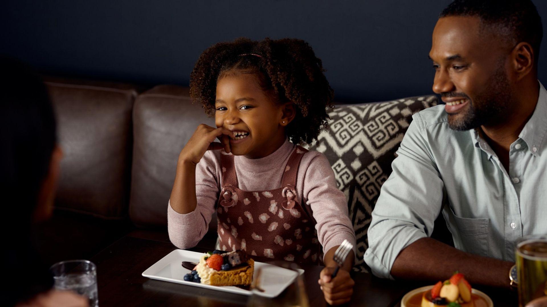 | Su comodidad es nuestra prioridad,<br />su sonrisa nuestro halago | Le damos la bienvenida como familia | Conozca más